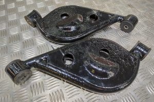 Rear Spring Pan Mounts Left and Right REFURBISHED with Poly Bushes – Alfa Romeo 916 GTV Spider 1995-2005